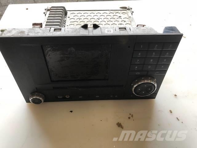 Mercedes-Benz NAVIGATION / RADIO / A0004467662