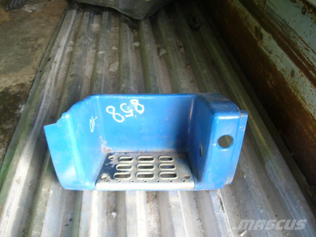 Volvo FH16 passenger side lower footstep