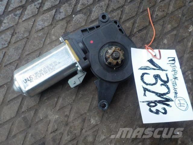 Mercedes-Benz Actros MPII Window regulator motor left 8204908 AC