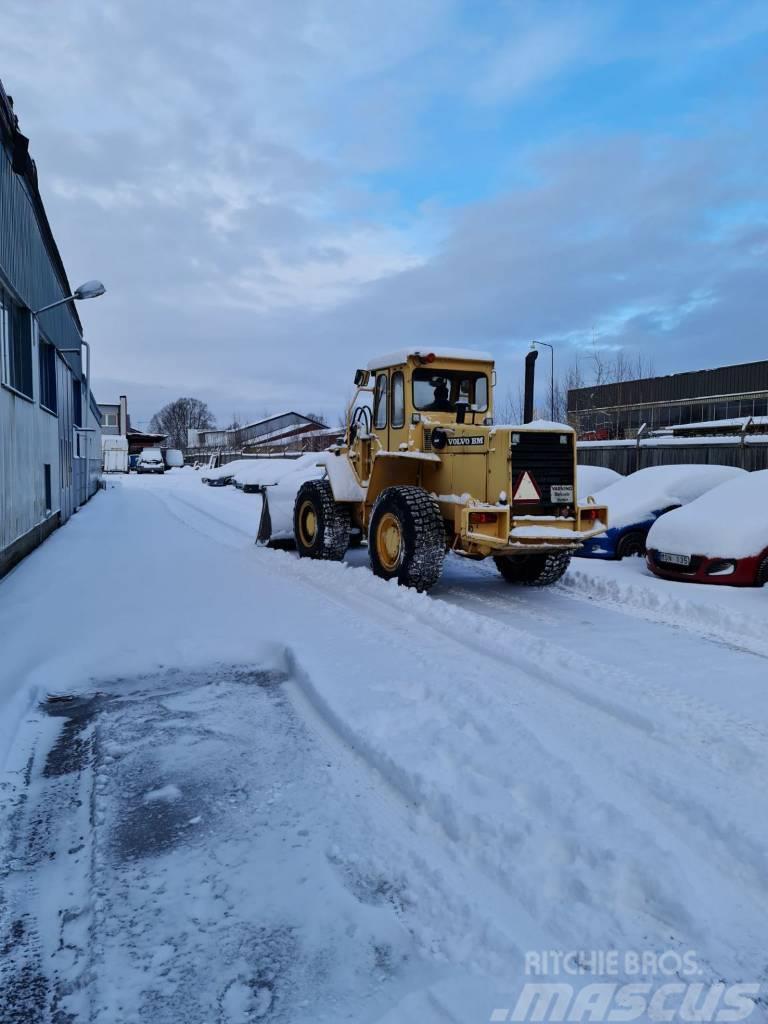 Volvo BM 4300B med skopa & Snödäck