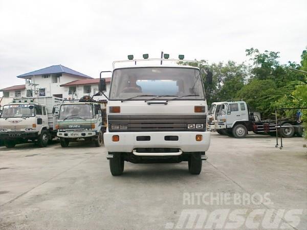 Nissan CW430