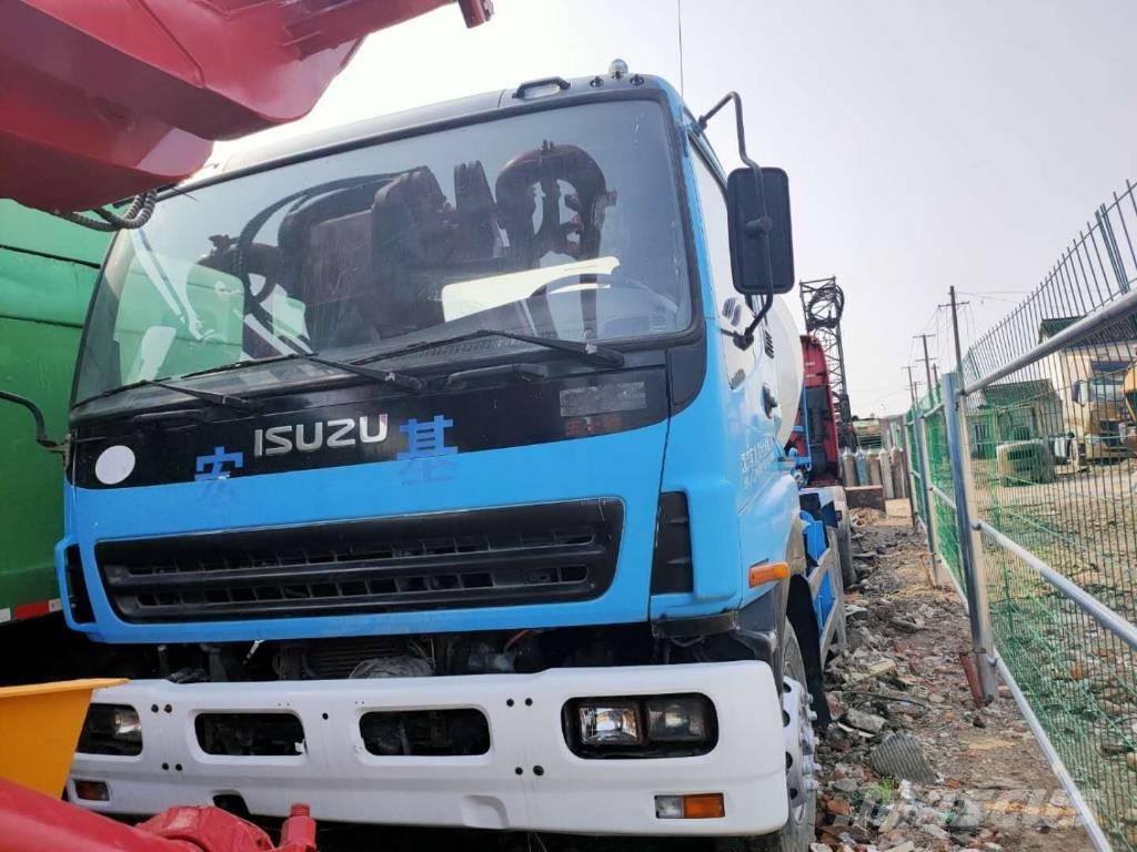 Isuzu Concrete mixer truck
