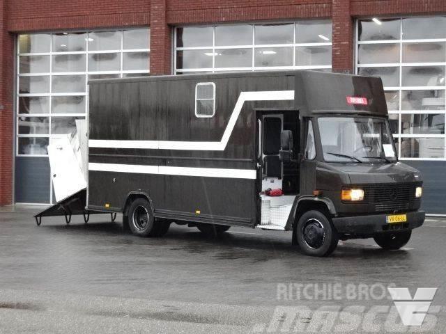 Mercedes-Benz 811 D Horse Truck APK/TUV: 31-10-2020
