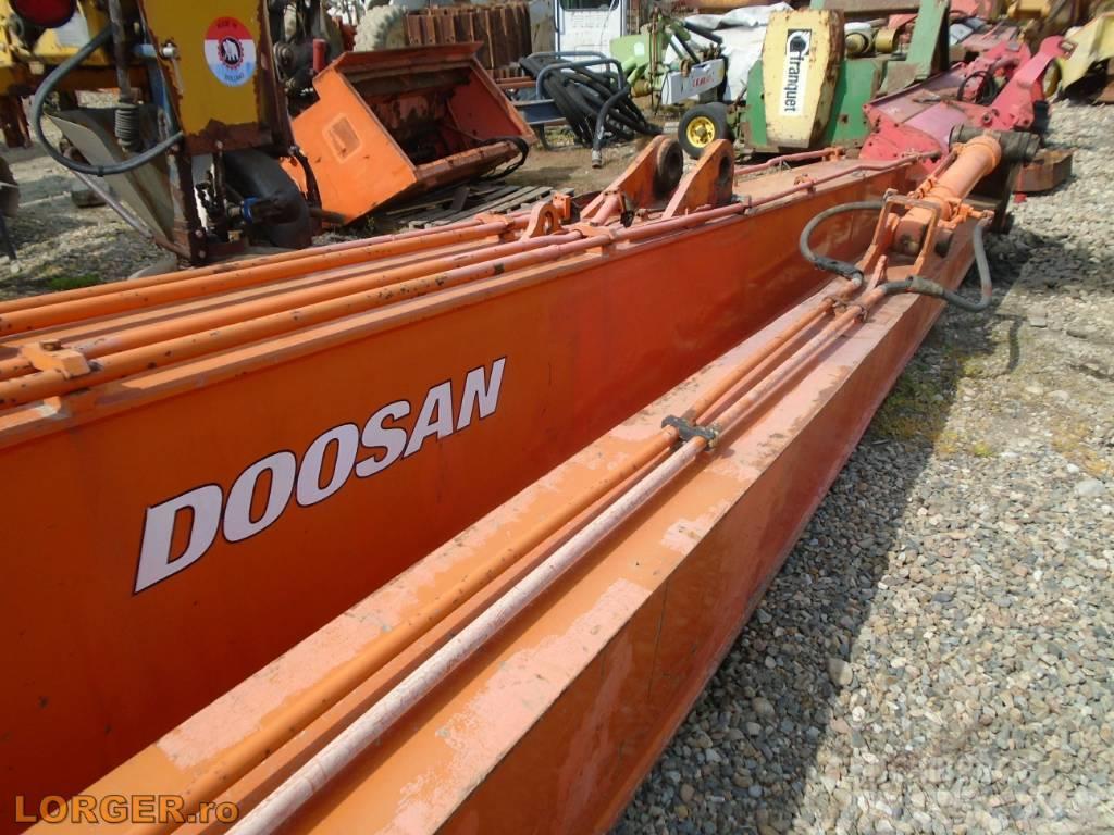 Doosan Long reach boom