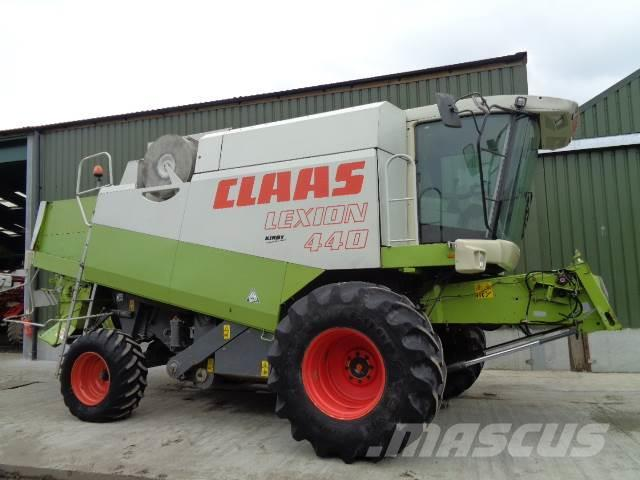 CLAAS lexion 440 combine