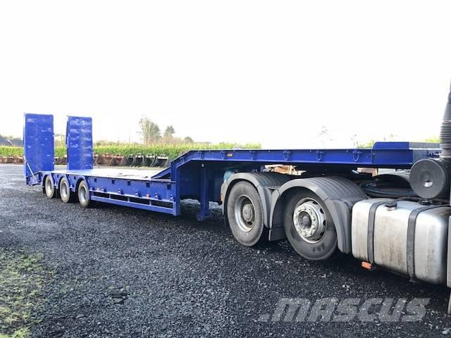 King GTS56/3 Tri Axle Low loader