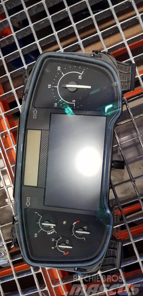 Renault T-Range, Gama, EURO6 instrument panel, das