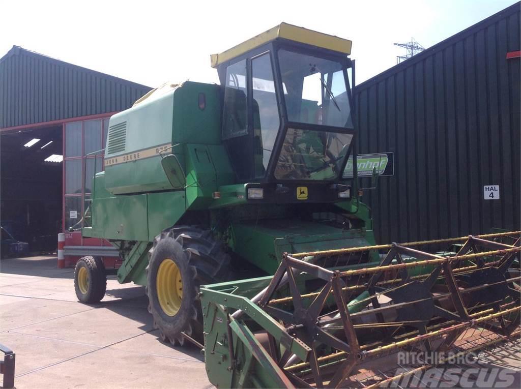 John Deere 975 combine