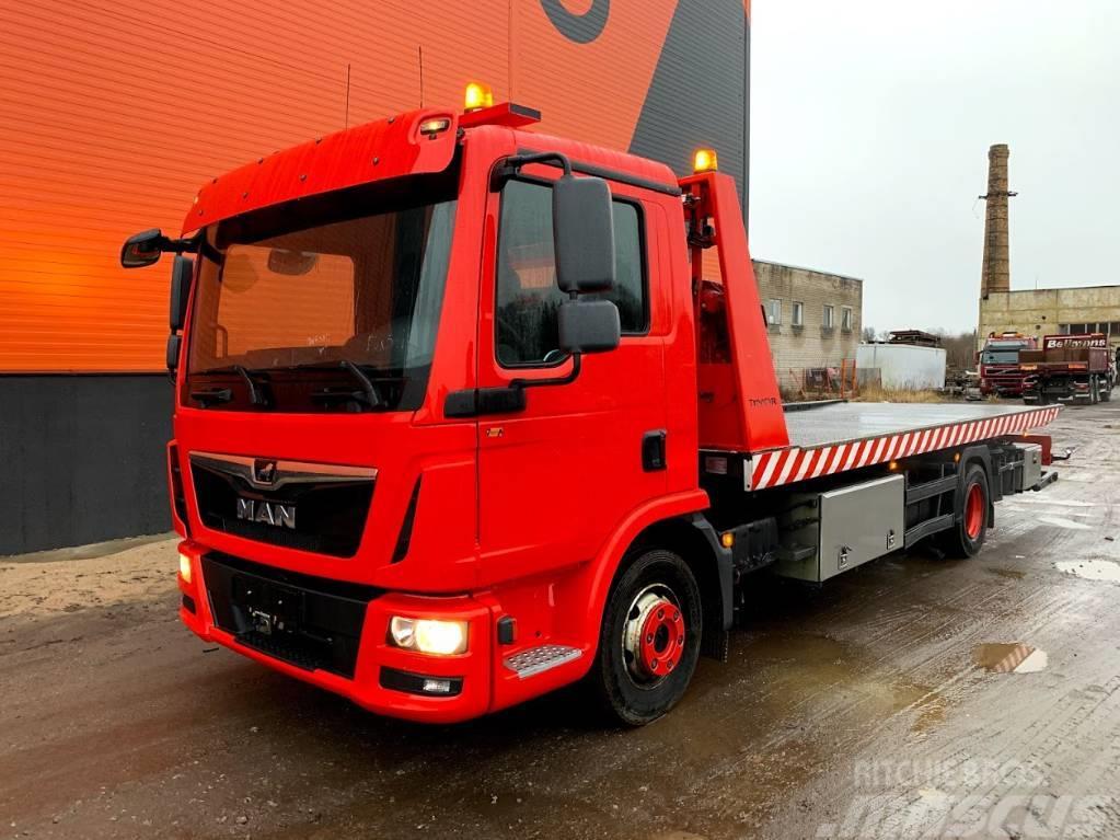 MAN 12.220 Tow truck
