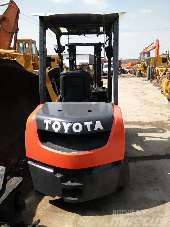 Toyota 02-7 FD 30