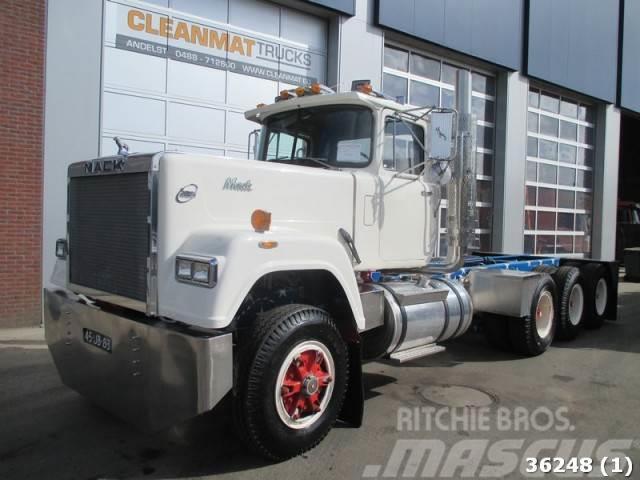 Mack DM 685 S 8x6