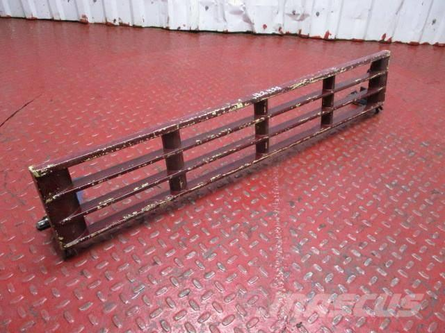 Volvo FH Radiator grille step 20529704 AC20456963 271320