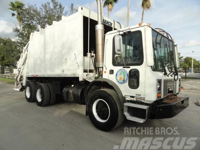 Mack MR 688 S