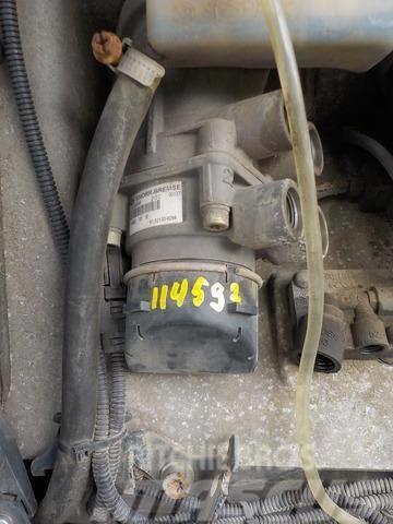 MAN TGA Foot brake valve 81521306301 81521306268