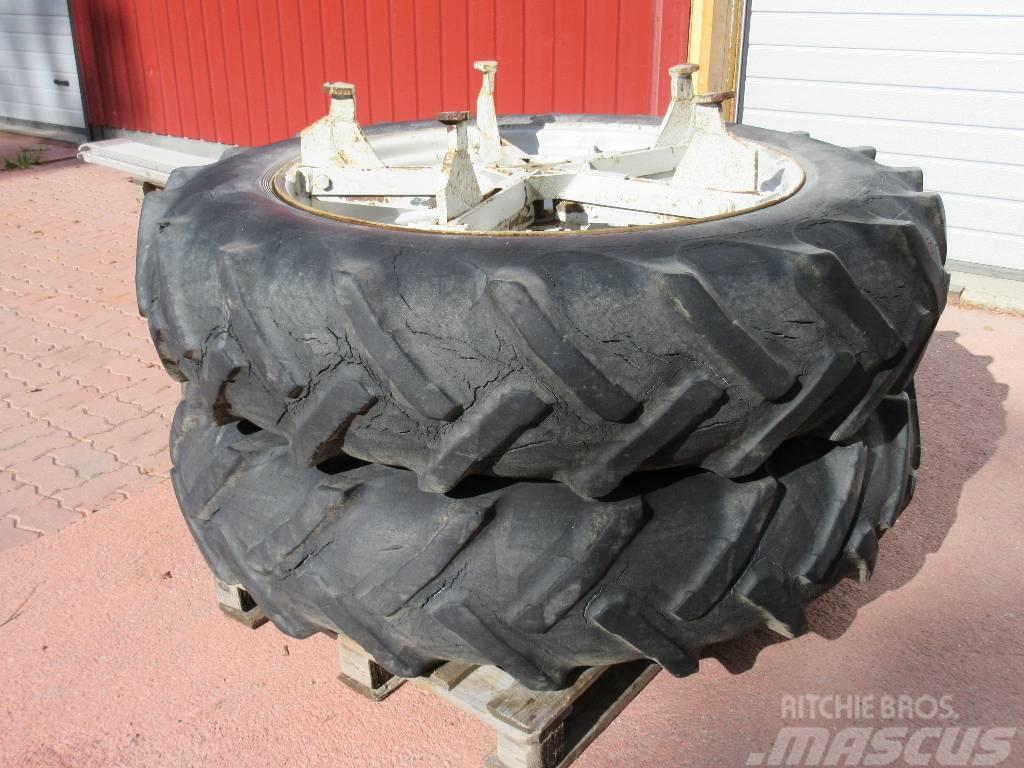 Dunlop 13.6-38 paripyörät