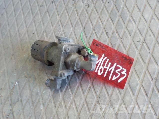 Scania 4 series Park brake relay valve 1422152 371574