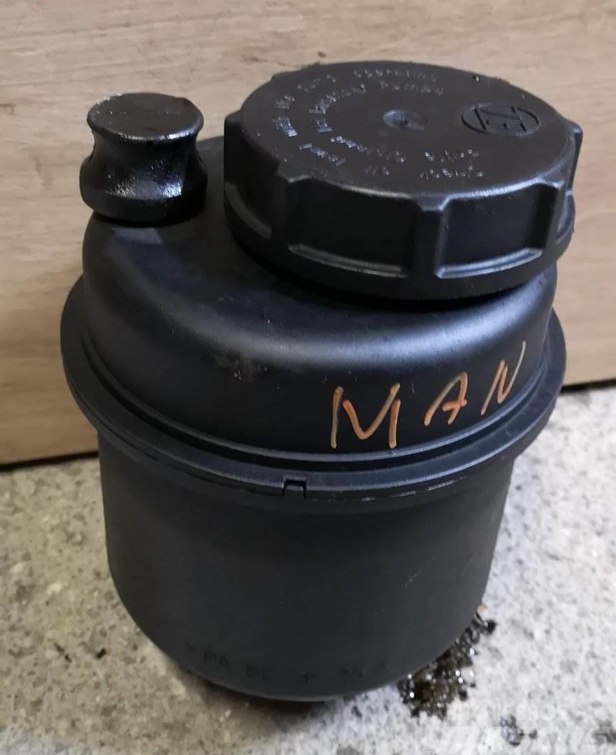 MAN L2000 NÁDRŽ NA SERVO A9