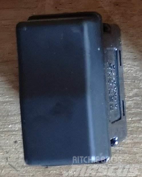 Renault MIDLUM PŘEPÍNAČ 84530115