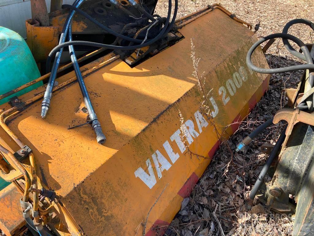 Valtra J2000