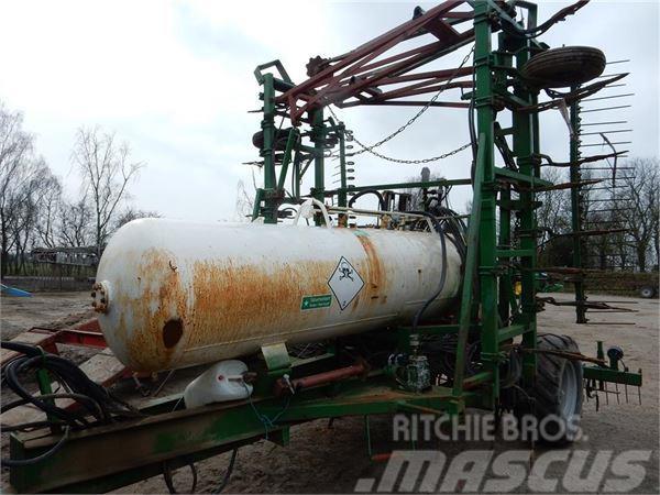 Agrodan 8 meter med 2600 kg tank