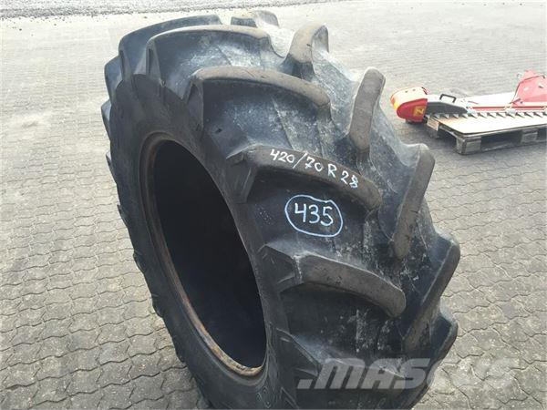 Pirelli TM 700 420/70R28