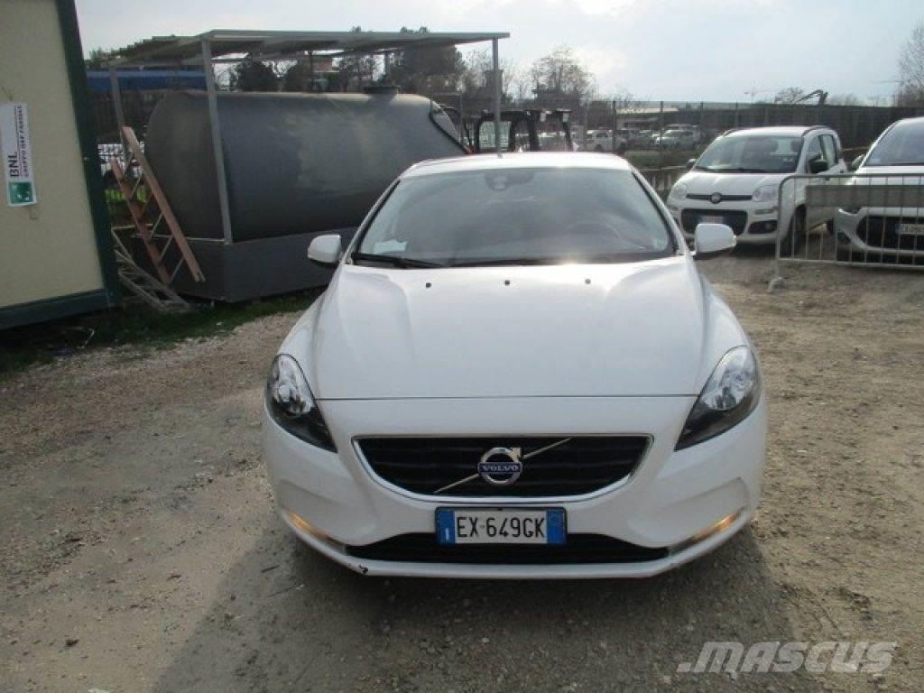 volvo v40 occasion prix 13 300 voiture volvo v40 vendre mascus france. Black Bedroom Furniture Sets. Home Design Ideas