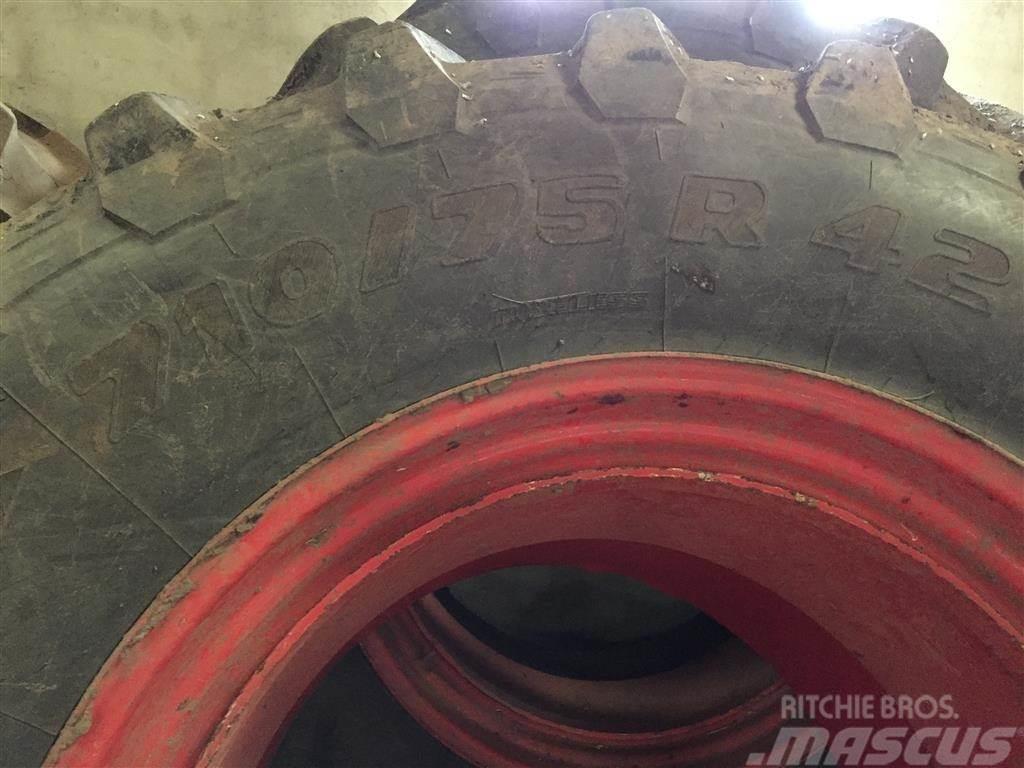 Pirelli 710/75x42