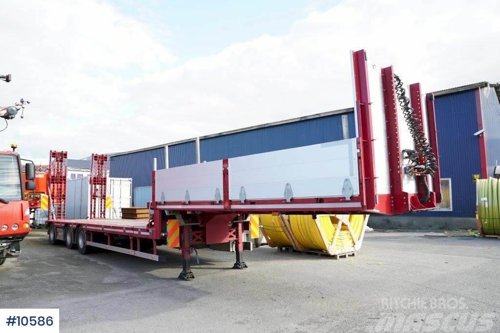 HRD Machine trailer w / Hydraulic driving ramps