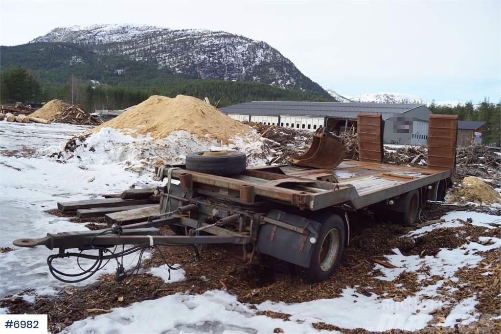 Istrail TTBL 230 3 Axle machine trailer driving ramps. ABS