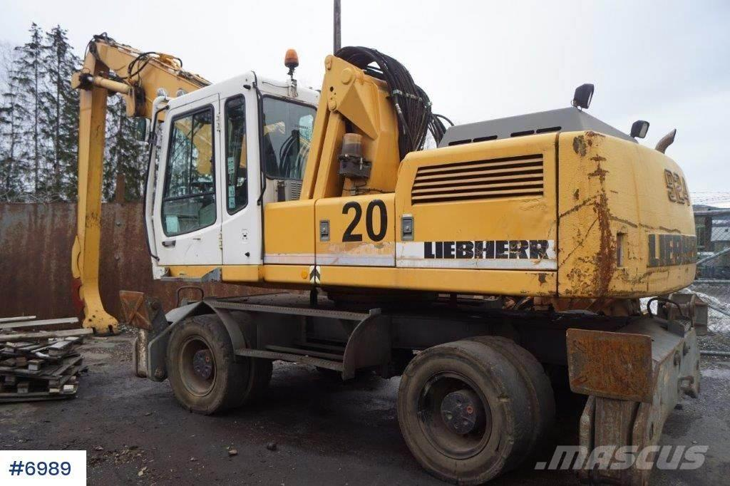 Liebherr A924 with raised cabin (repair object)