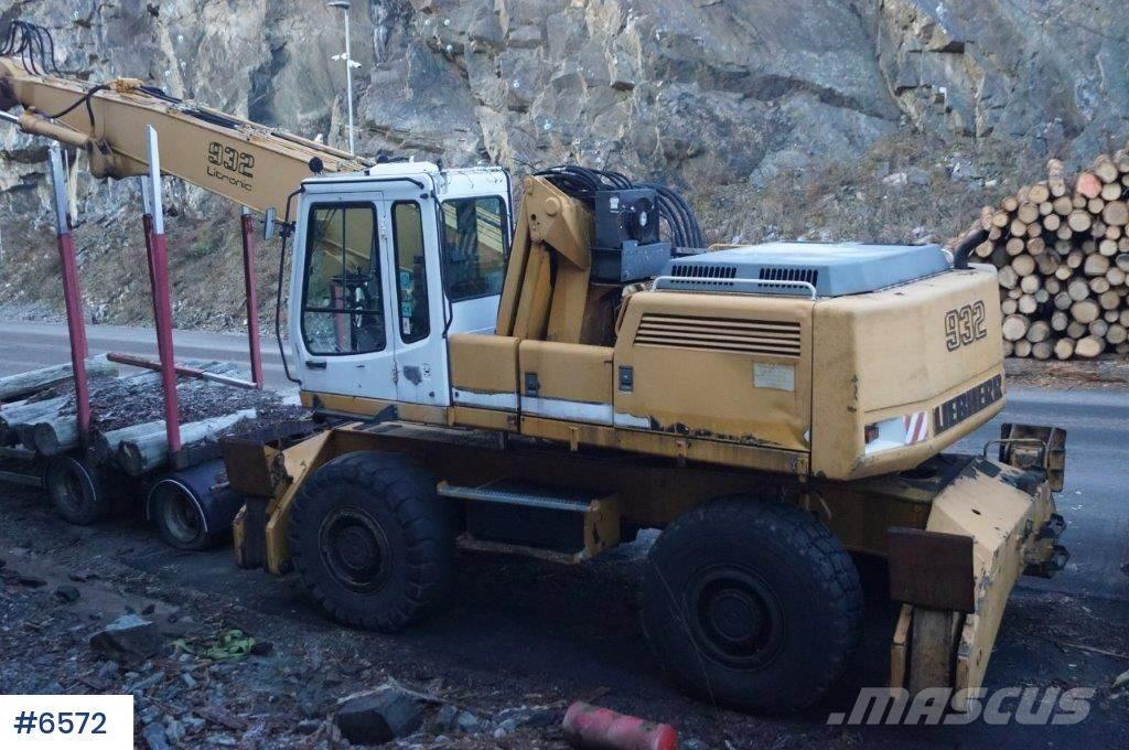 Liebherr A932 Litronic w / good tire and claw