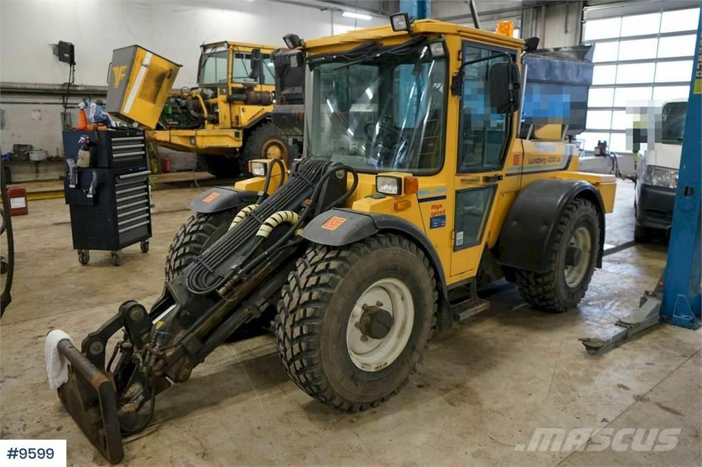 Lundberg 4200LS Wheel loader with a lot of equipment. Littl