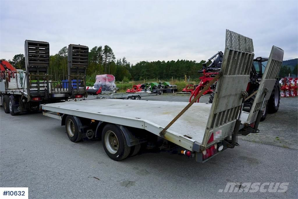 Norslep trailer w/ driving ramps