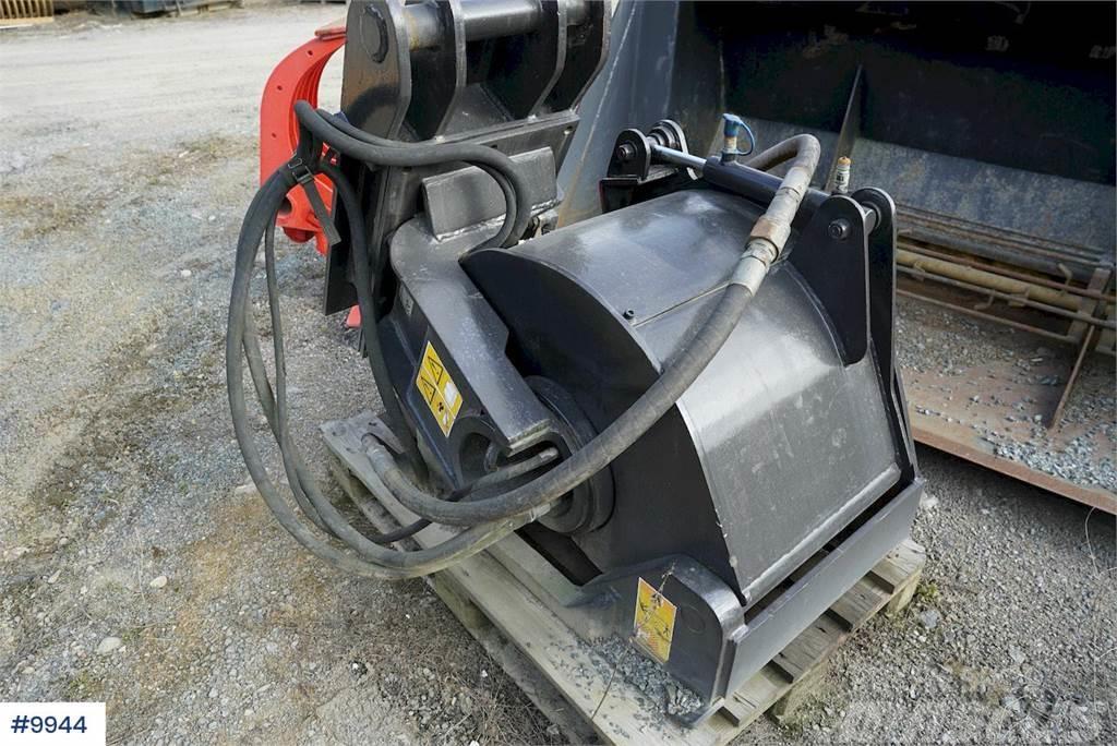 [Other] PLB 450 Asphalt cutter B20 quick coupling