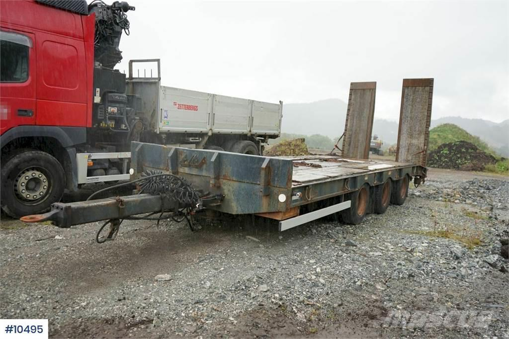 [Other] Scanslep 3 axle machine trailer with hydr ramps. L