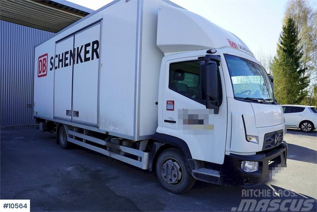 Renault D7.5 box truck w/ lift
