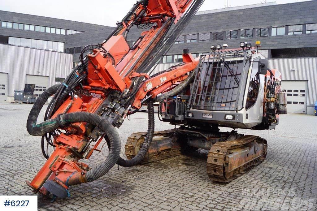 Sandvik DX800 Drilling rig w / grinder