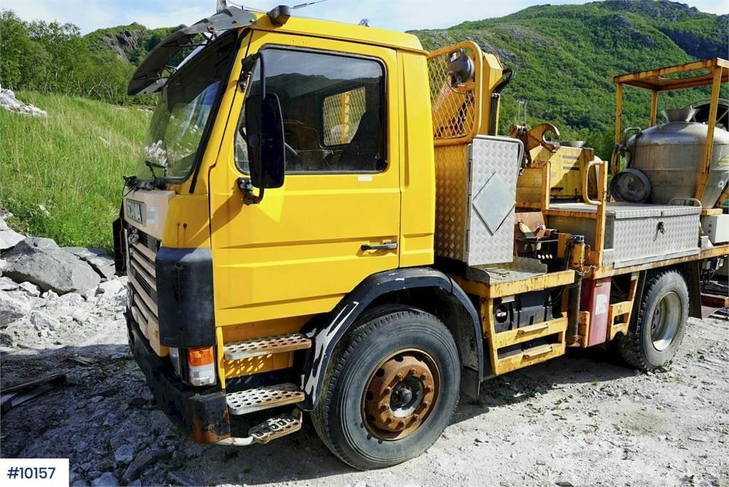 Scania 82 w / anolite build & crane