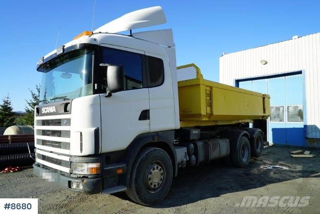 Scania R144 with Cameleon build