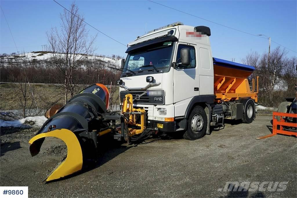 Volvo FH12 4x2 w / Sand spreader and plow