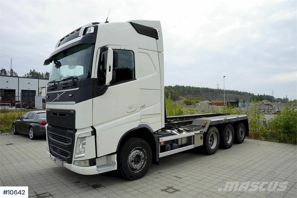 Volvo FH540 8x4 hook lift with box