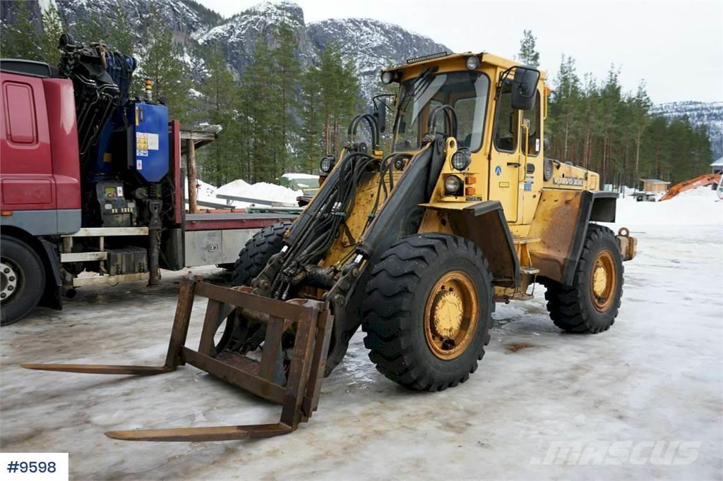 Volvo L70 Wheel loader with 3-function, bucket and palle