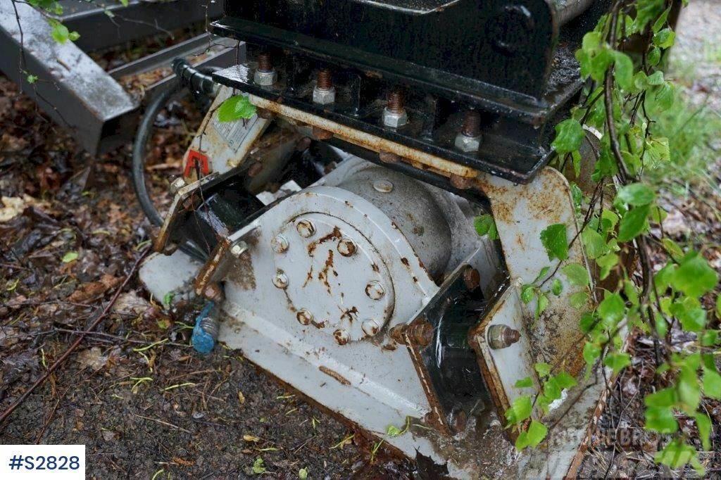 Pladdet Ground Vibrator with S40 bracket
