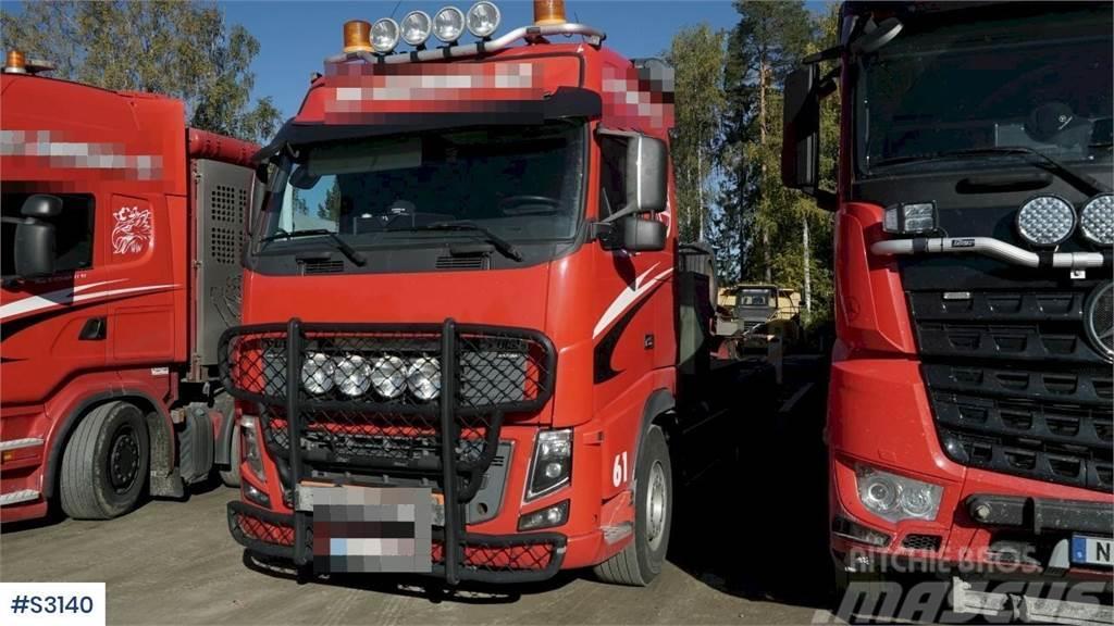 Volvo FH16 8x4 Heavy Tractor Head with Machine Trailer
