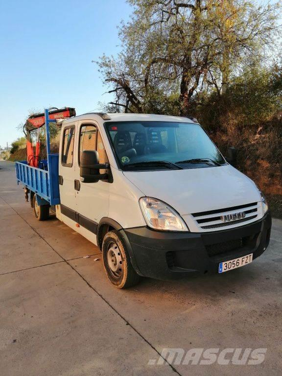 Camion Iveco Daily Doble Cabina con Pluma