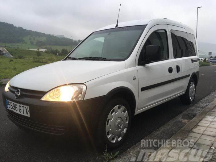 Opel Combo Tour 1.3CDTI Cosmo 75