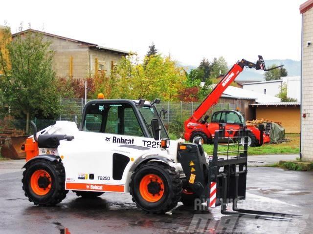 Bobcat BOBCAT T 2250 - 4x4x4 - 5m / 2.2t. nur 1.653 Std
