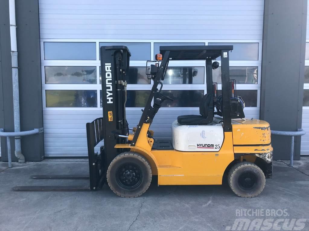 Hyundai 2.5 ton LPG heftruck vorkheftruck Hyundai HLF25 GA