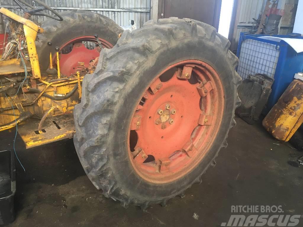 [Other] Hjul med bra däck BM400