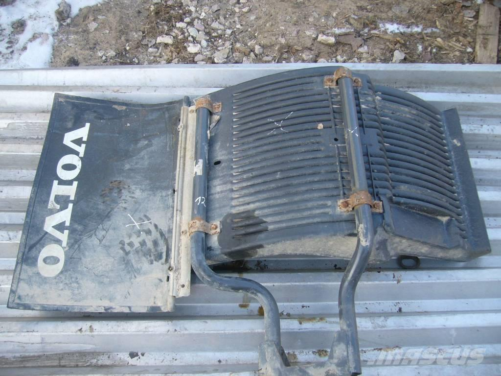 Volvo FH16 left side front mudguard